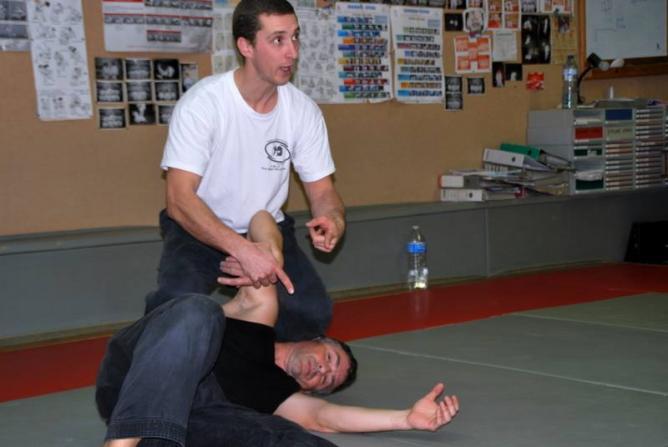 Technique cle bras au sol